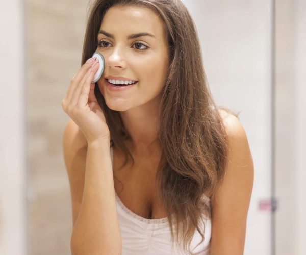 Girl using eco-friendly makeup remover